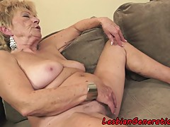 Teen rims mature lady from behind